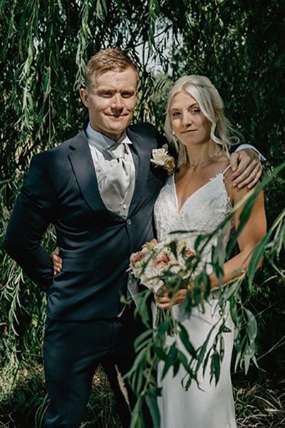 Bröllopstårta som valde att beställa sin bröllopstårta från CakeByMelina i Norrköping