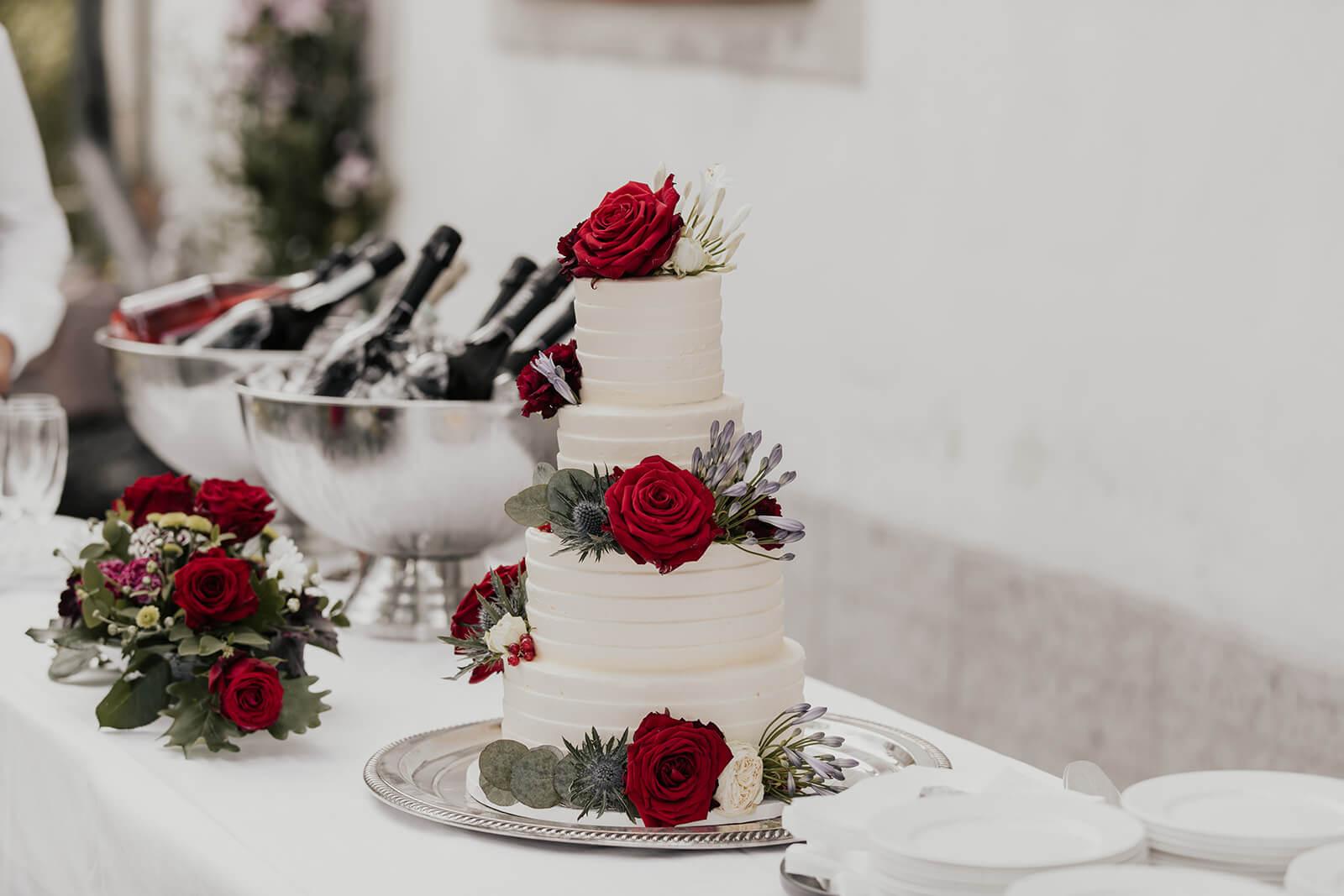 En bröllopstårta från CakeByMelina i Norrköping